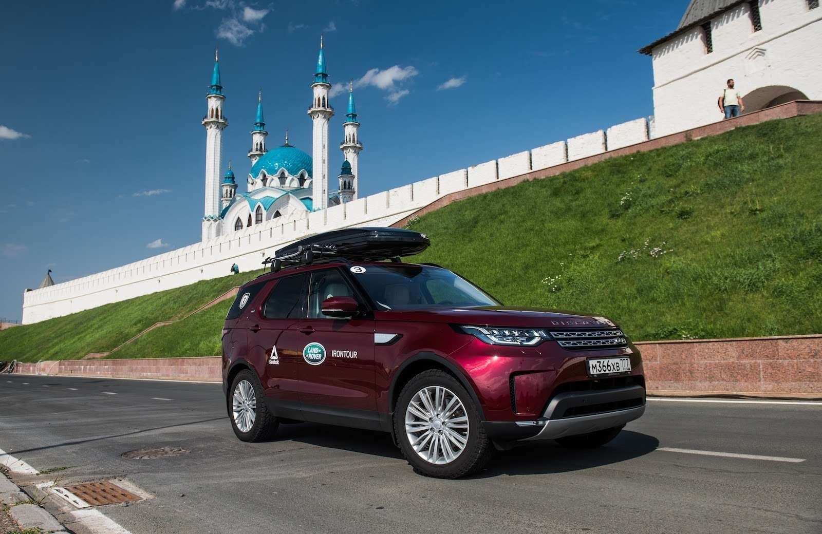 Новый Land Rover Discovery: ныряет, крутит педали ибежит— фото 789905