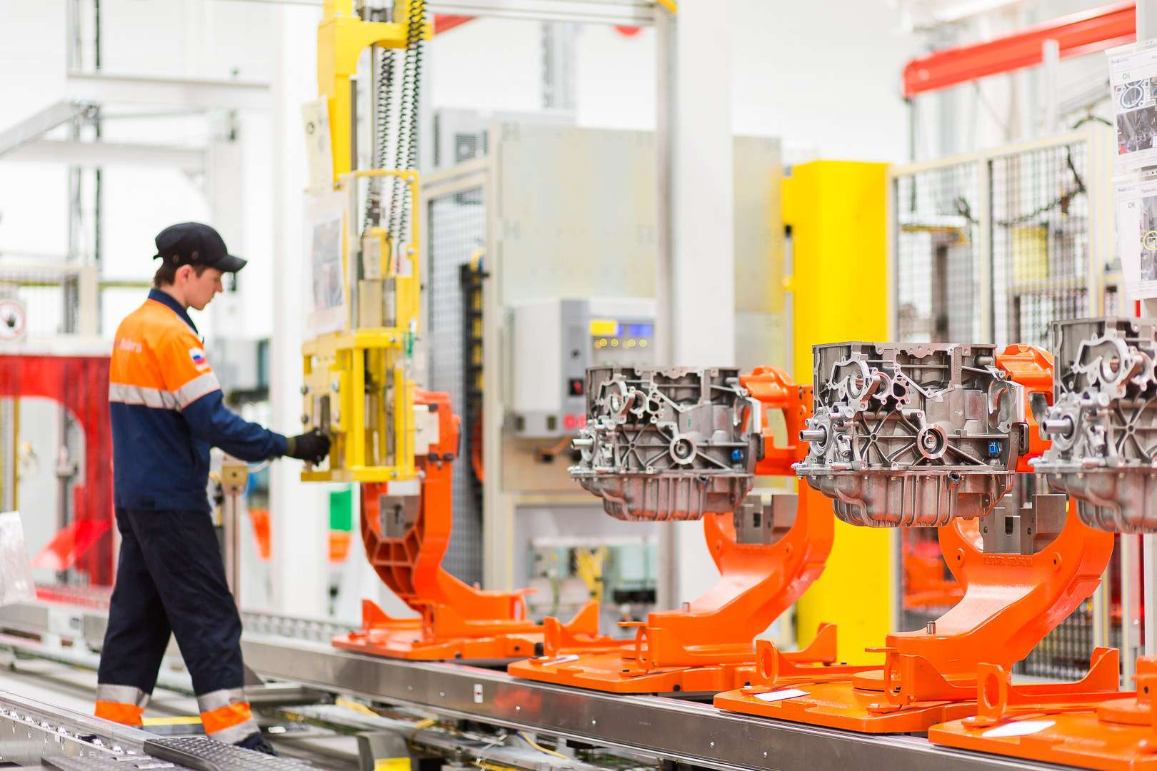 Каксобирают моторы Ford вЕлабуге— фото 595989