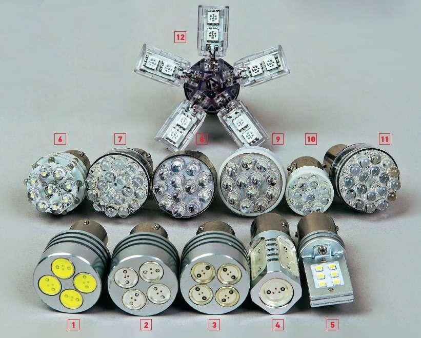 Вотона, россыпь светодиодных заменителей длялампочек взадних фонарях.