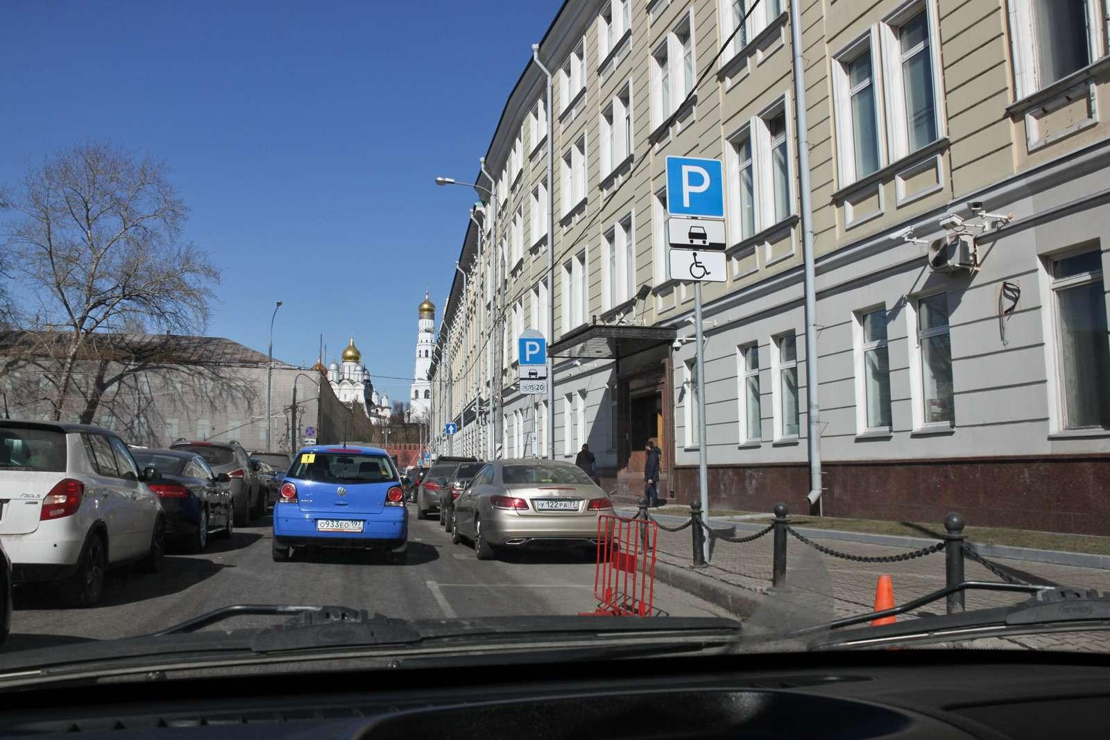 Парковка— дляинвалидов или длялжеинвалидов? Рейд ЗР— фото 585771