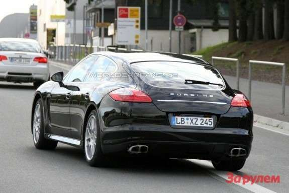 Facelifted Porsche Panamera Turbo side-rear view