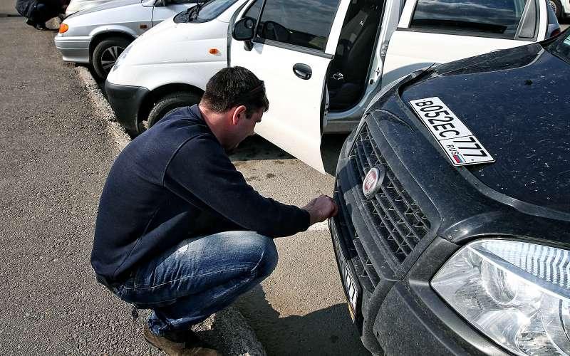 Установка регистрационного знака наавтомобиль