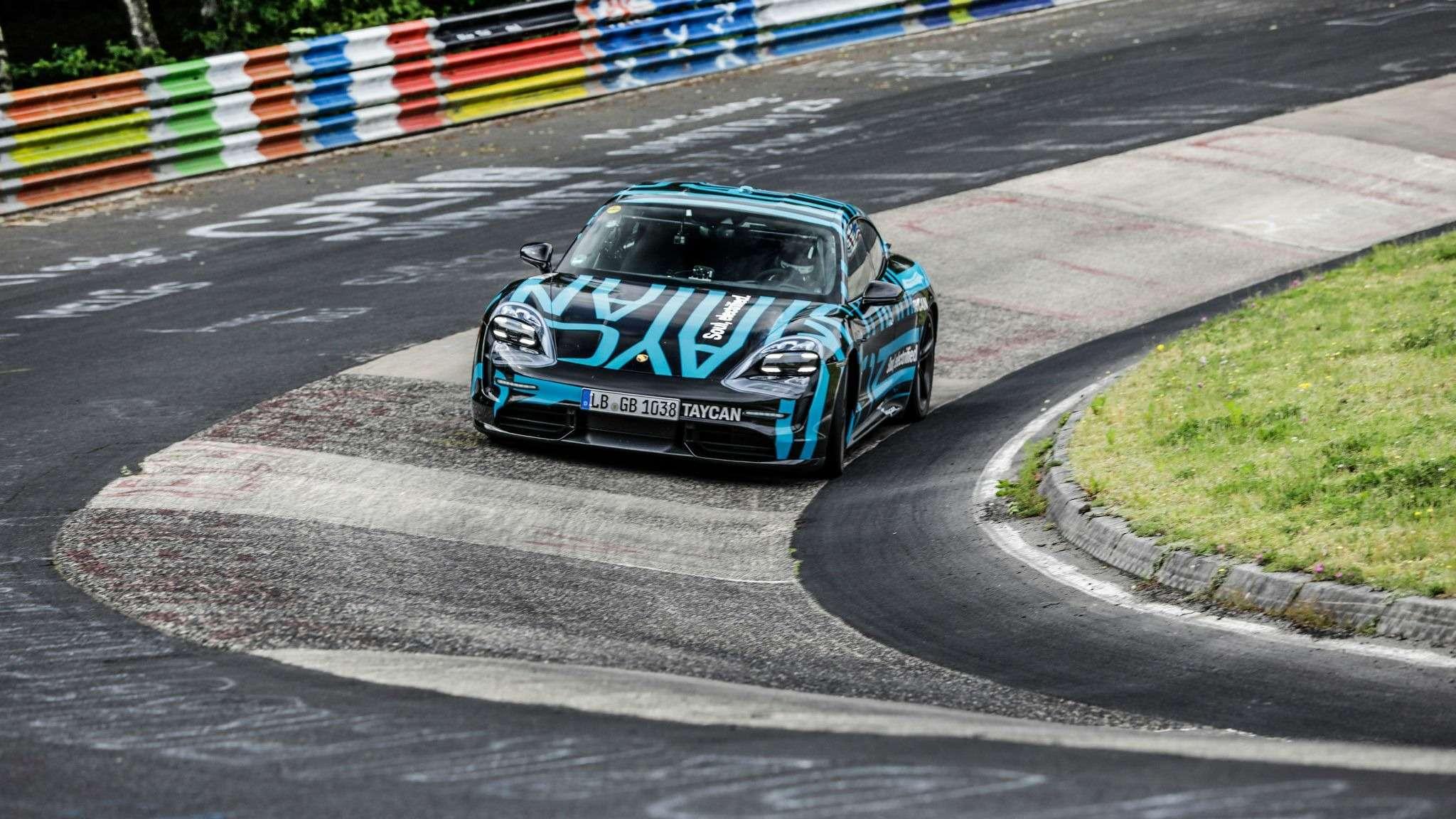 Электромобиль Porsche стал рекордсменом еще допремьеры