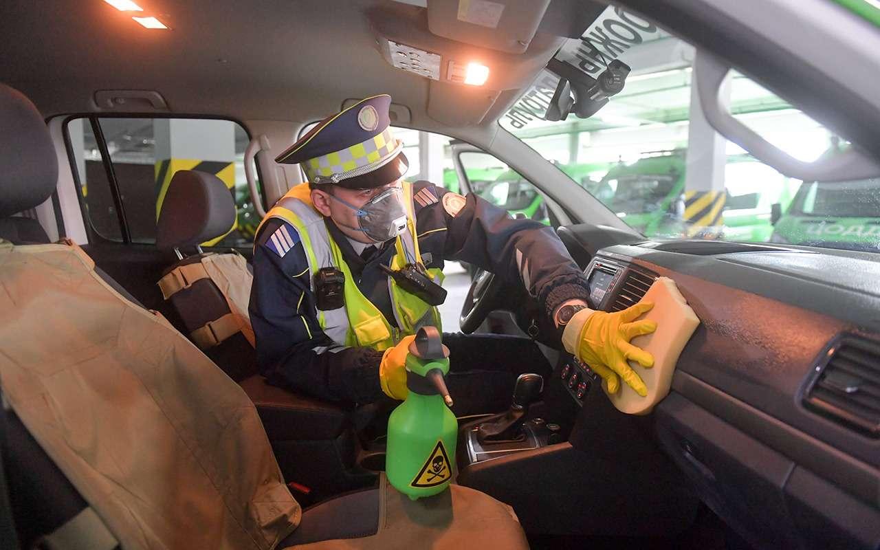 Автомобили, штрафующие запарковку, теперь обрабатывают хлоркой— фото 1097841