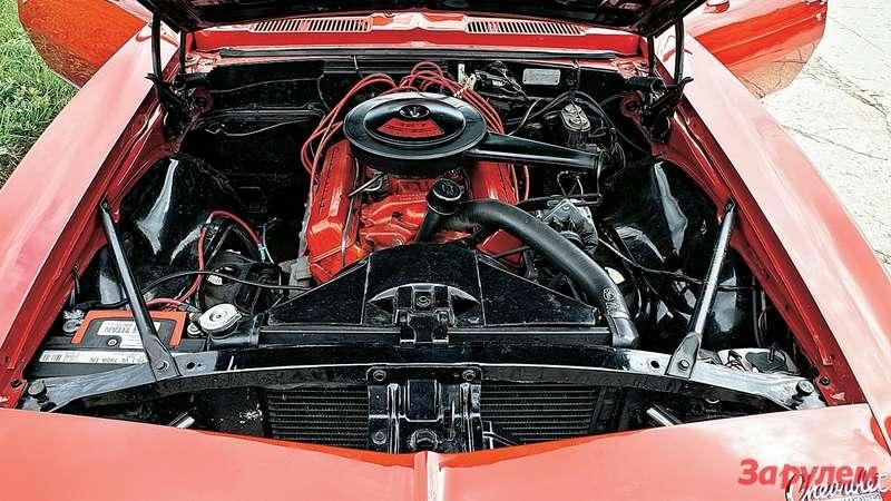 Роскошная 5,4-литровая «восьмерка» развивала постандарту SAE 275 л.с. ВЕвропе указывали более скромную цифру— 210 л.с.
