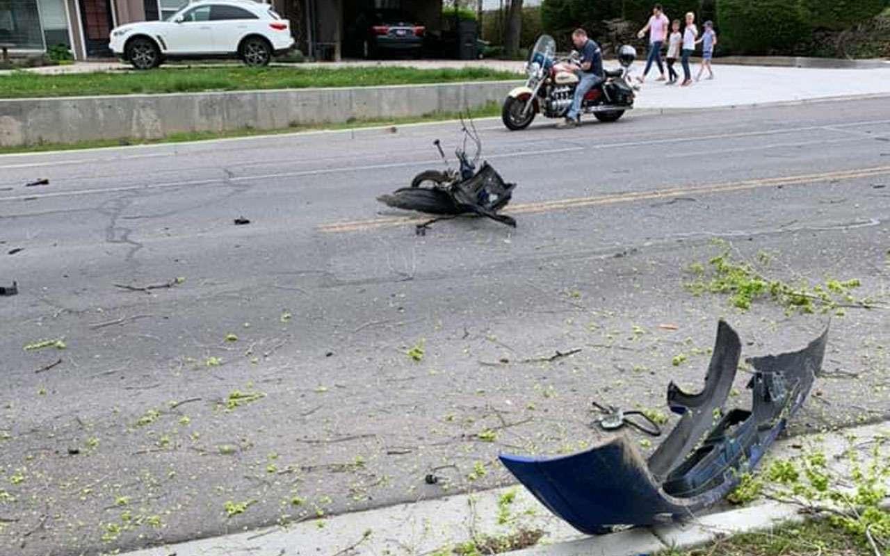 Вотэто авария: водитель, двигатель икоробка вылетели изавто— фото 970975