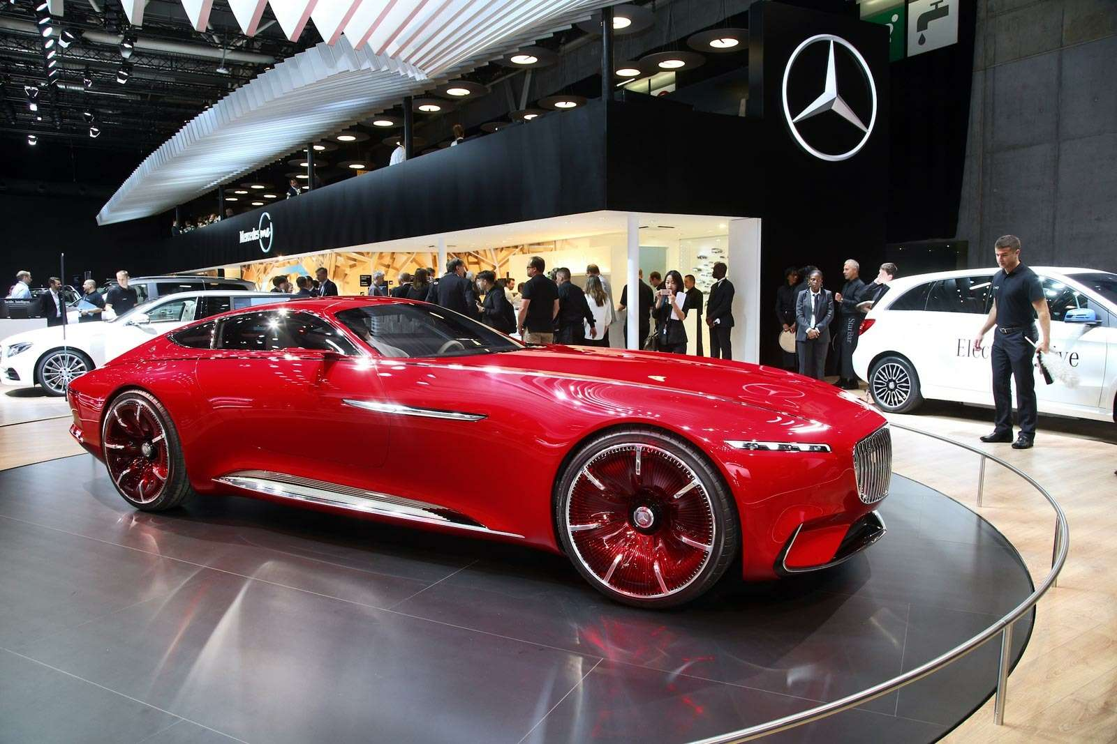 Самый красивый автомобиль Парижа: Vision Mercedes-Maybach 6завоевывает сердца— фото 643567