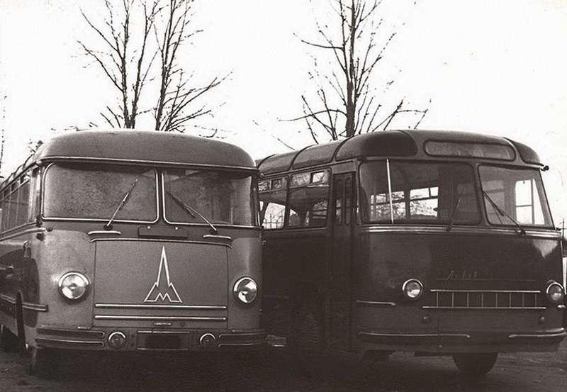 Снимок сделан 12декабря 1957 года водворе Львовского автозавода. Автобус Magirus рядом ссерийным ЛАЗ-695. Снимок взят сwww.rcforum.ru