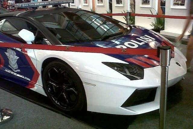 lamborghini-aventador-and-gallardo-become-police-cars-in-indonesia-medium_7