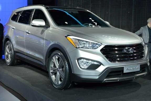 Hyundai Santa Feside-front view