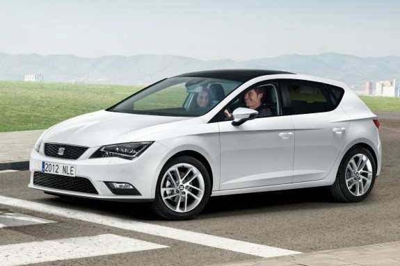 NewSEAT Leon side-front view