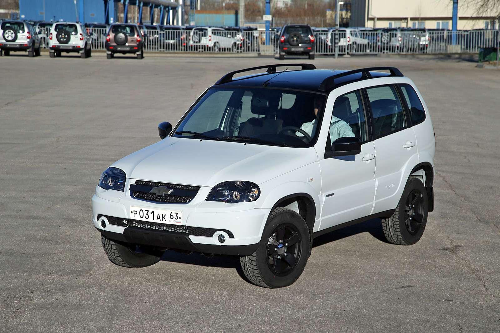 Черно-белая Chevrolet Niva спешит кдилерам (ОБНОВЛЕНО)— фото 668756