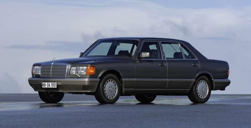 Mercedes-Benz S-класса (W126)— первый европейский серийный автомобиль с«эирбегом».