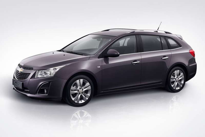 Chevrolet Cruze SWside-front view_no_copyright