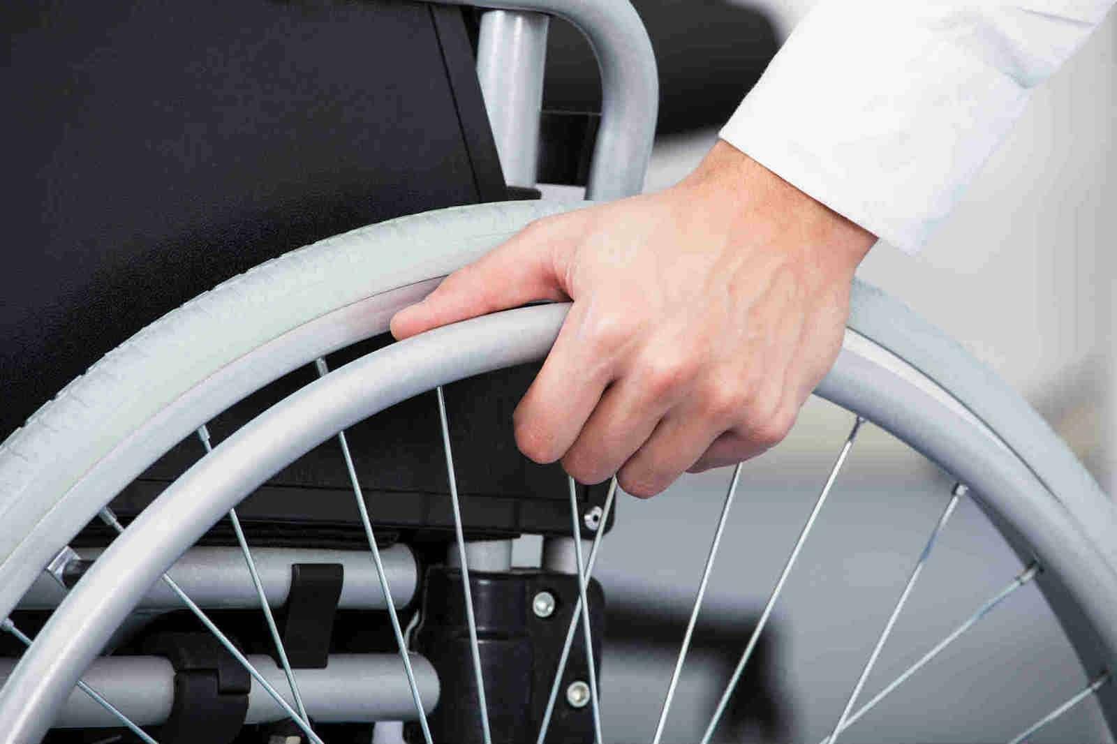 Водители-инвалиды наАЗС: желанные гости?— фото 603606