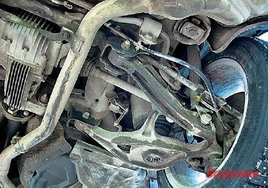 В задней многорычажной подвеске слабым звеном считаются амортизаторы. Стойки ивтулки стабилизатора служат 60-70 тыс. км, как испереди. Тормозные колодки изнашиваются при 40-50 тыс., дисков хватает на120-150 тыс. км.