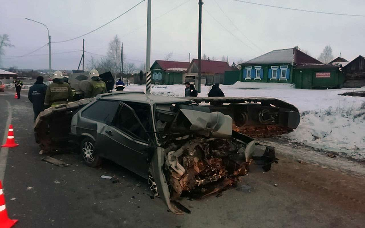 Упавший сприцепа тягача груз убил человека— фото 1025923
