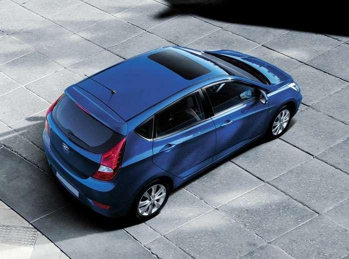 Hyundai_Solaris_hatchback_01_no_copyright