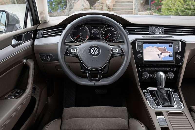 Volkswagen-Passat_2015_1600x1200_wallpaper_25