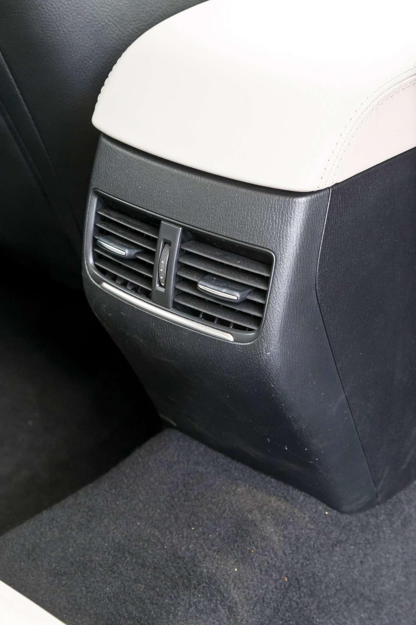 107-Passat_Mondeo_Mazda-6-zr09-15