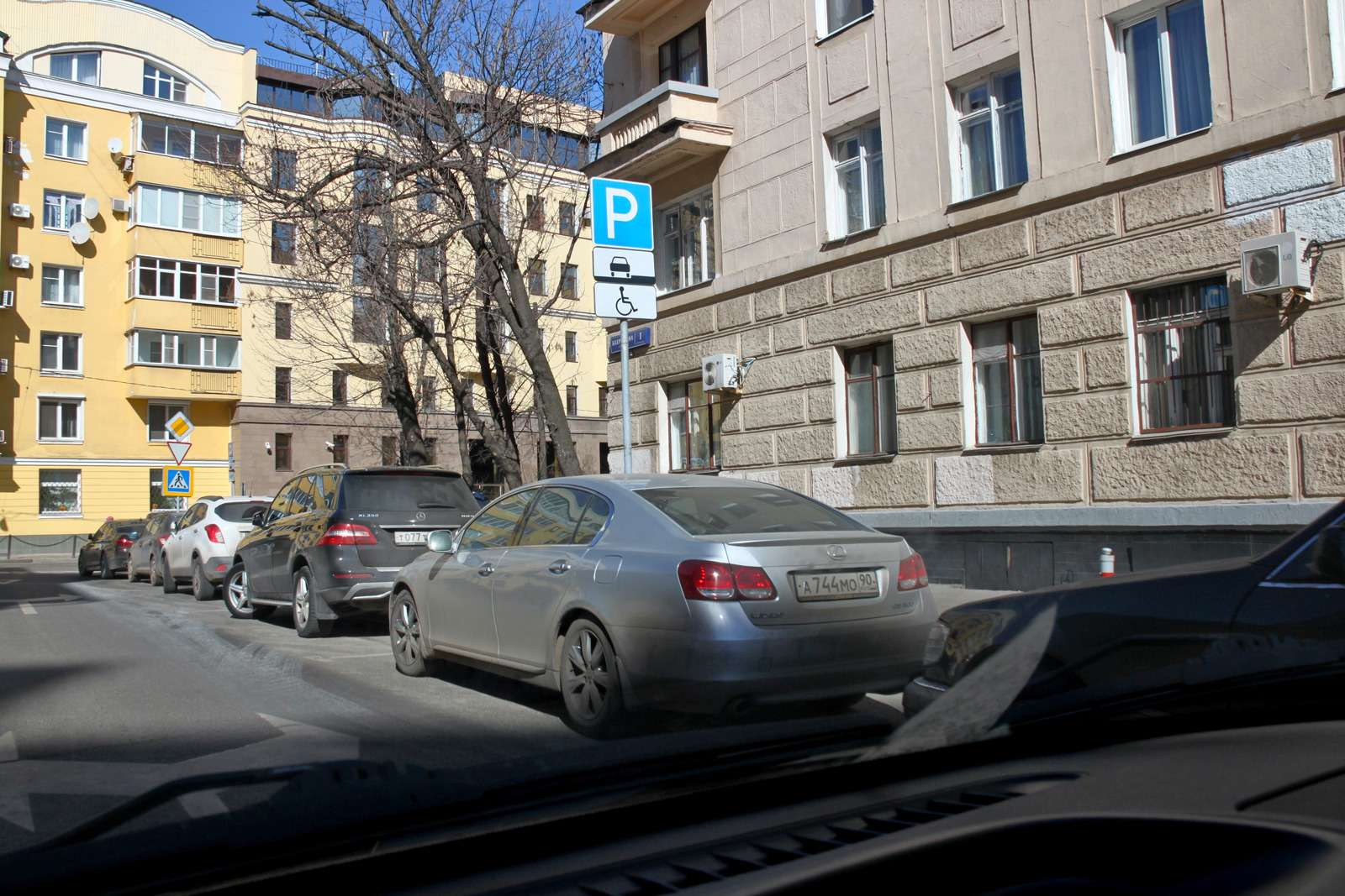 Парковка— дляинвалидов или длялжеинвалидов? Рейд ЗР— фото 585770
