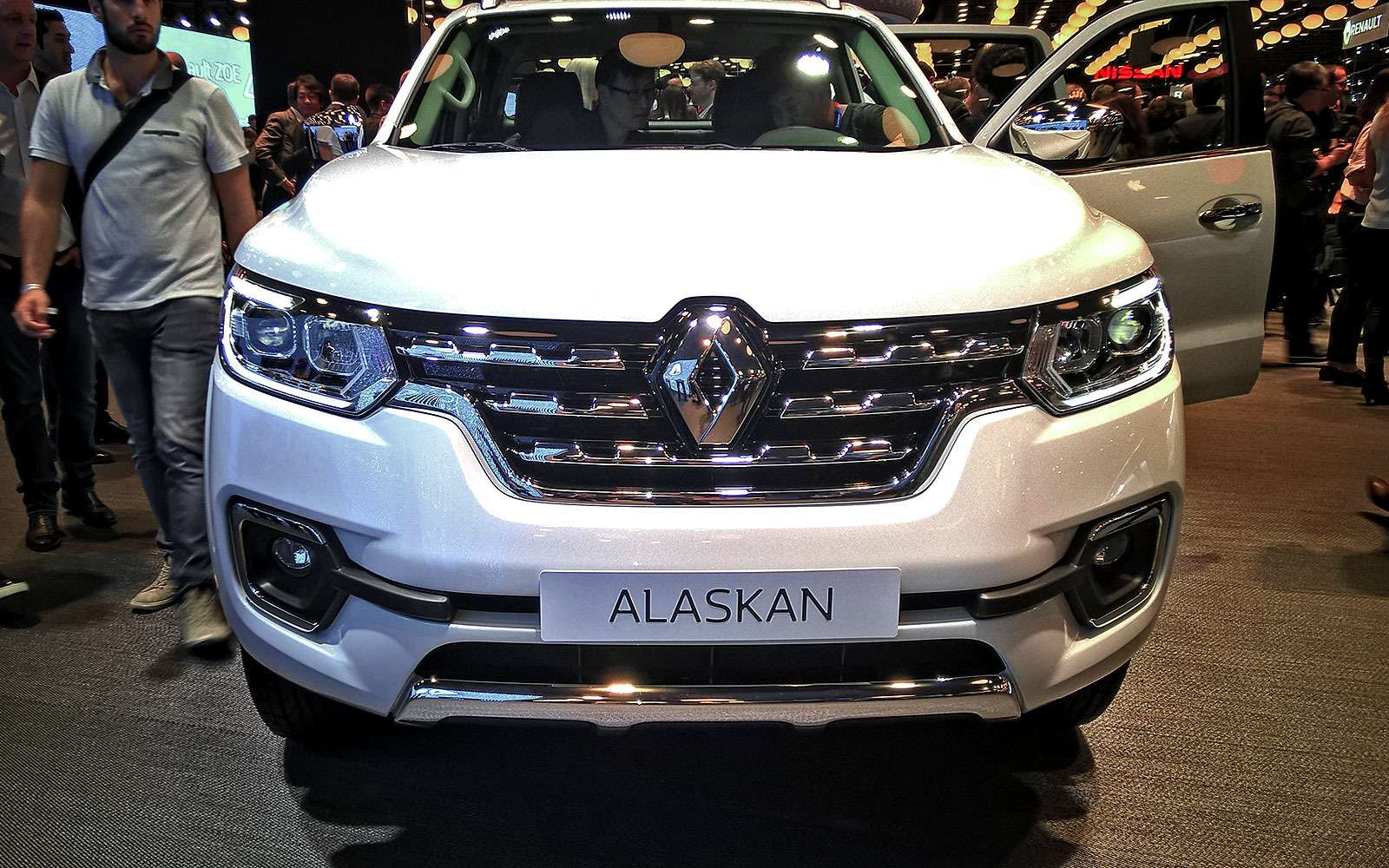 Емуснилась Аляска: пикап Renault добрался доПарижа— фото 641655