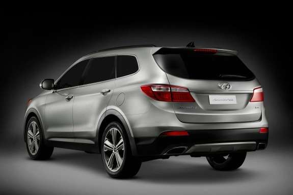 Hyundai Santa Fe side-rear view