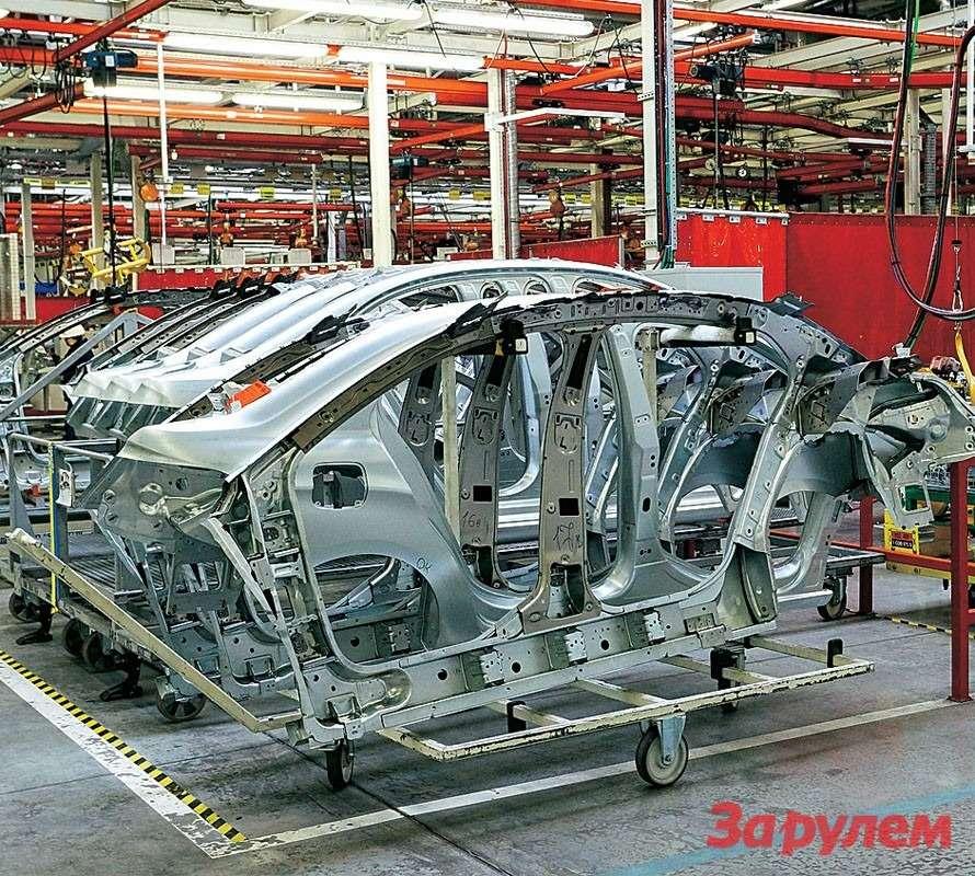 Темвременем всоседнем цехе начинают работу надкузовом. Из4500 точек сварки, необходимых, чтобы набор деталей (спервого взгляда не всегда угадаешь, что это) превратился вавтомобиль, 3600 сваривают вКалуге.