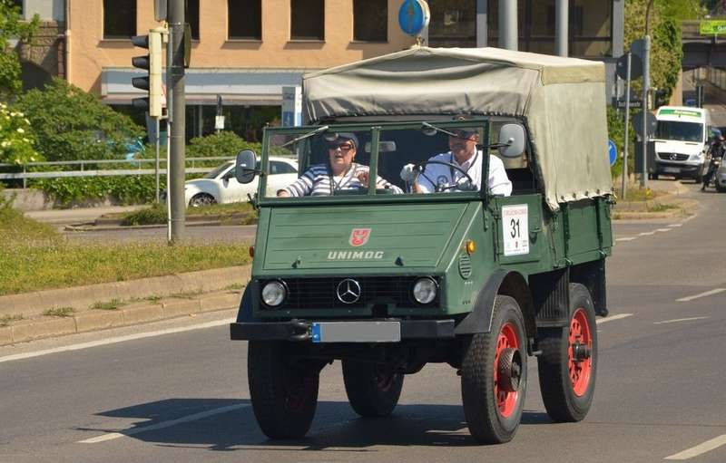 8 mercedes benz unimog 401 no copyright