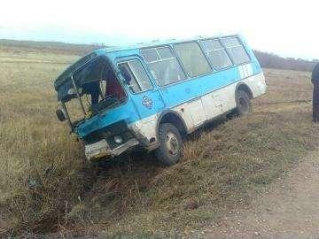 В ДТП савтобусом вАлтайском крае пострадали 11человек