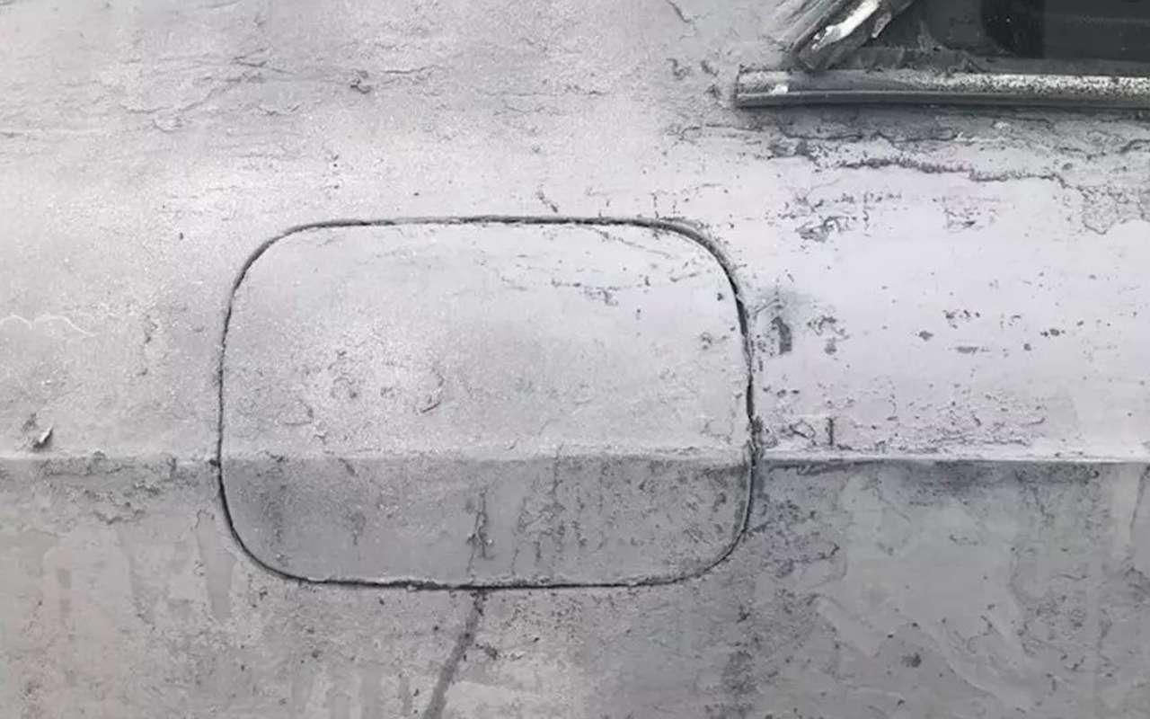 Не делайте так: мужик «сжег» краску на автомобиле - фото 1166125
