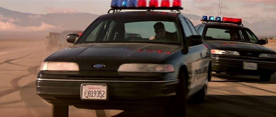 Легенда полиции икино Ford Crown Victoria уходит напокой— фото 792803