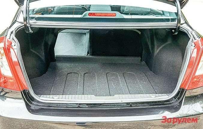 Объем багажника «Дэу-Джентра» меньше, чем у«Логана», на56л, зато спинка заднего дивана складывается.