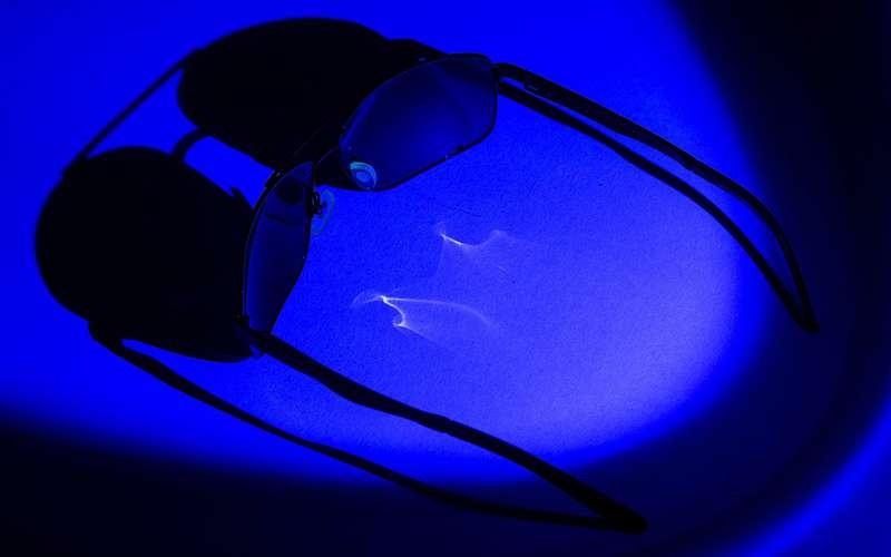 5bc4cb59e2ca Дорогу ультрафиолету могут перекрывать не только солнцезащитные очки, но и  прозрачные, с диоптриями.