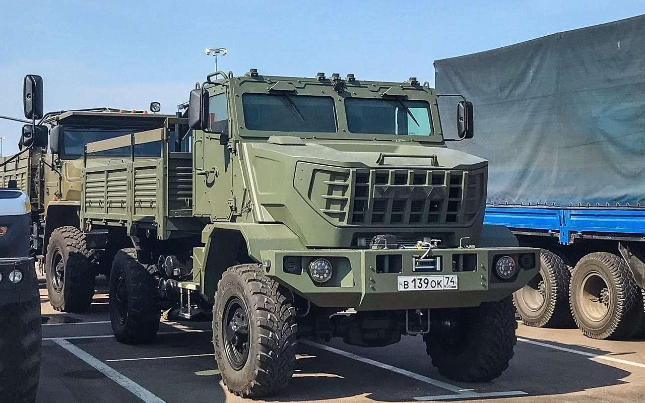 Новый грузовик Урал скрутой внешностью— первое фото иподробности— фото 1271499