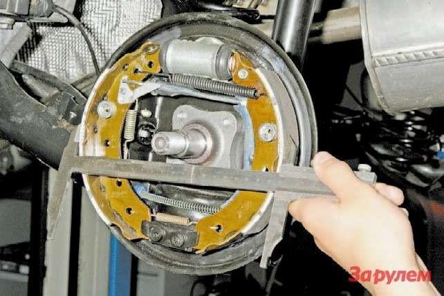 Как заменить тормозные колодки рено сандеро