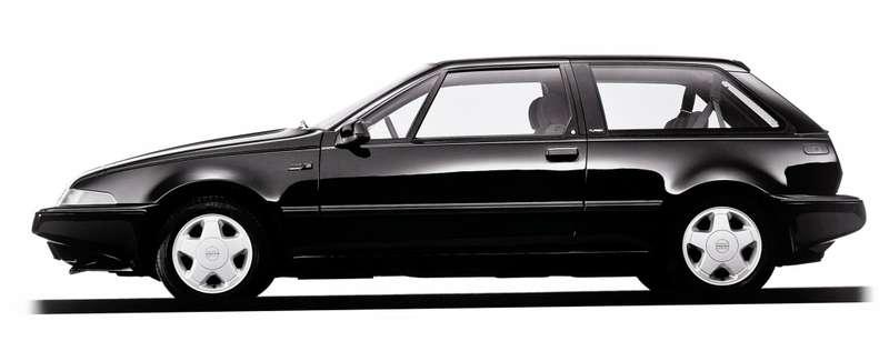 Volvo 480 (1986 г) создавался с участием британской инжиниринговой фирмы International Automotive Design и стал одним из первых автомобилей в мире, разработанным методом сквозного компьютерного проектирования.