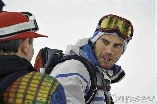 Лыжи накрыше лежат— фото 32341