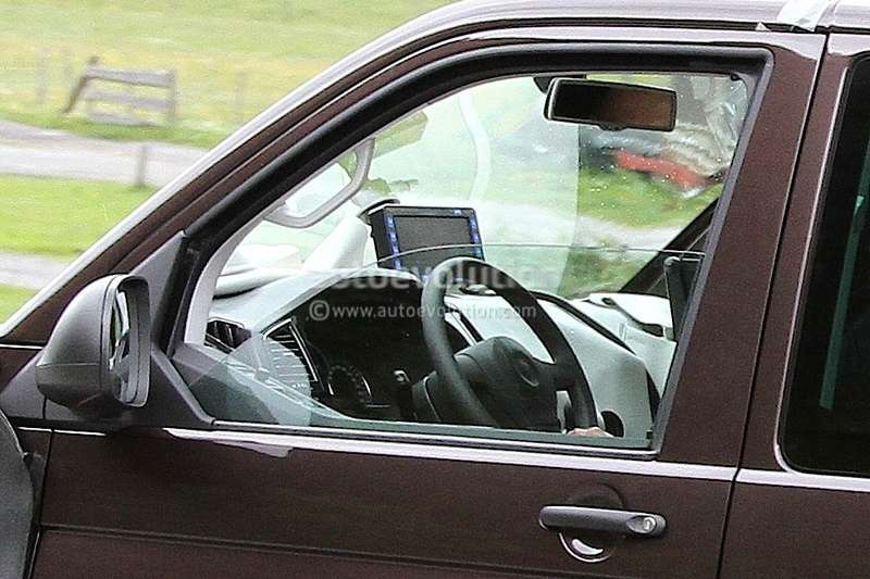 new-t6-volkswagen-transporter-spied-with-interior_8