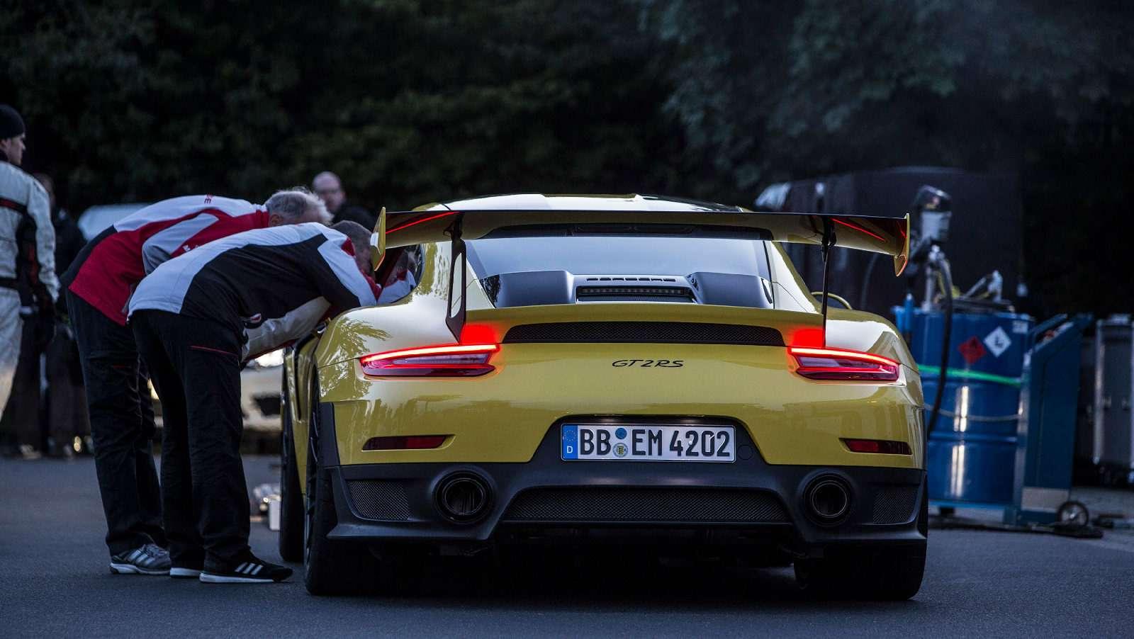 Porsche 911GT2RS стал самым быстрым серийным спорткаром Нюрбургринга— фото 798994