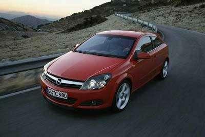 Opel Astra GTC постартовой цене 15.200 евро— фото 103268