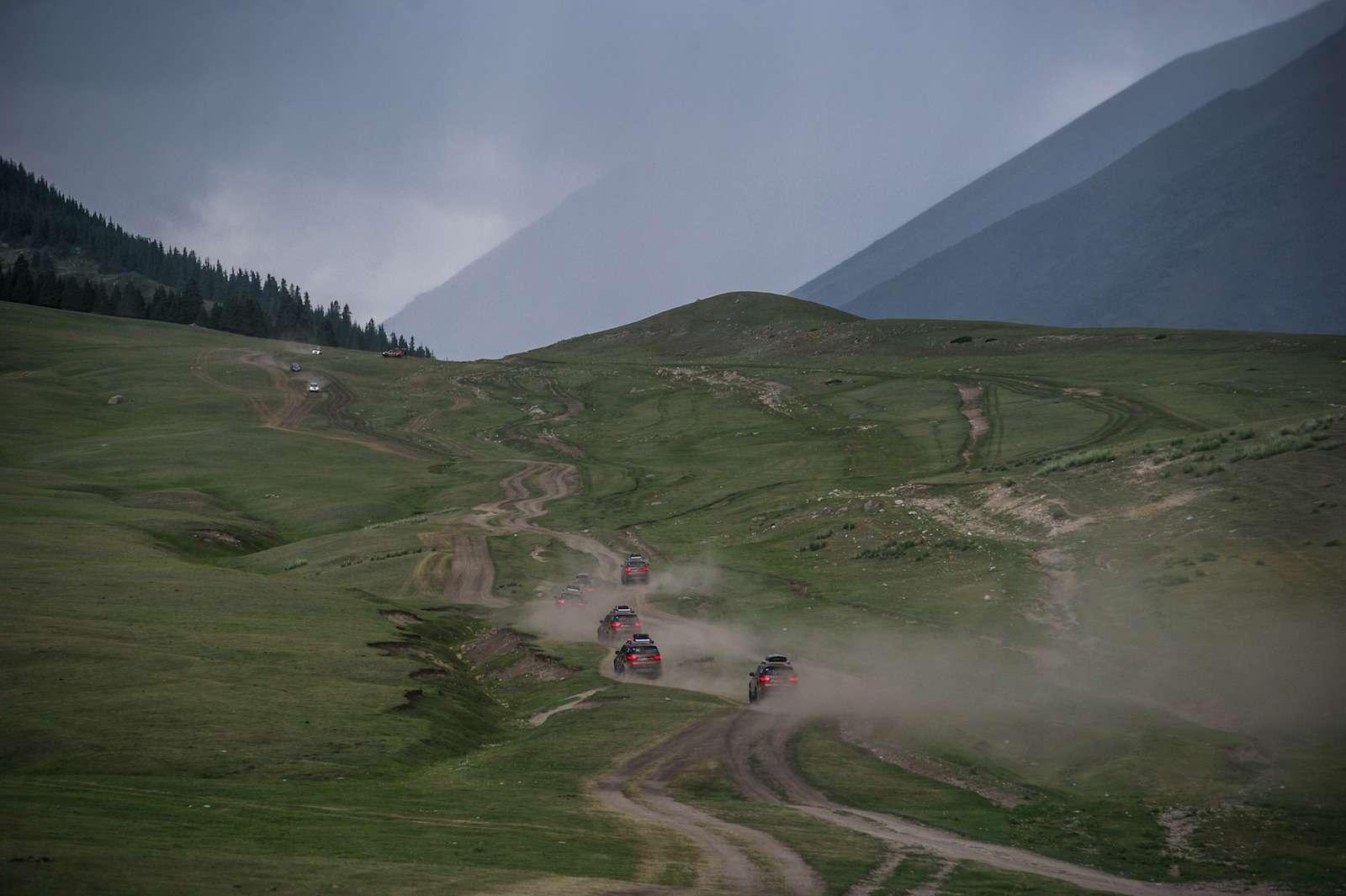 НаLand Rover Discovery встрану гор идвух тысяч озер— фото 902968
