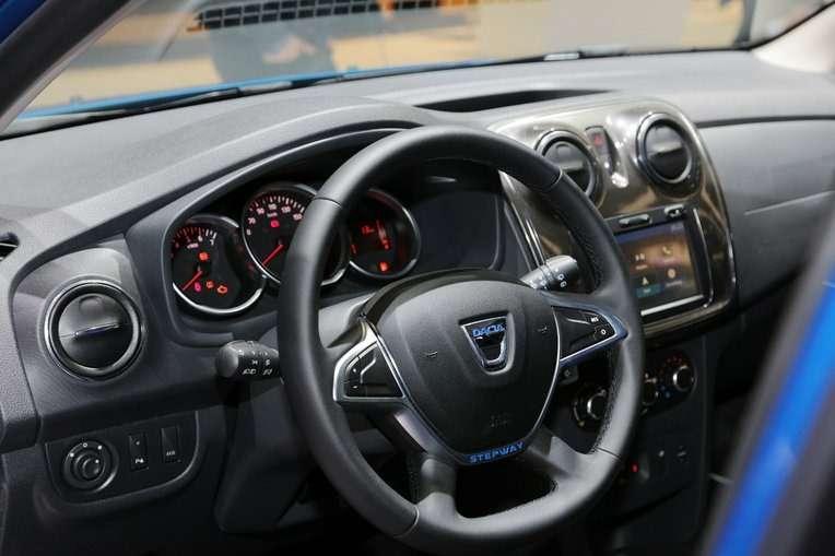 Подняться надЛоганом: Dacia представила вЖеневе кросс-универсал MCV Stepway— фото 717765