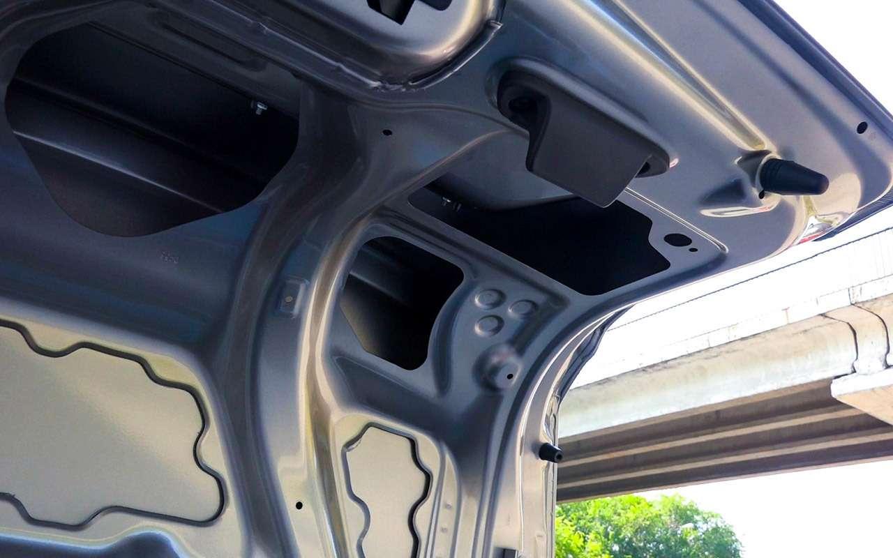 Большой тест обновленных бюджетников: Лада Гранта против Renault Logan— фото 914238