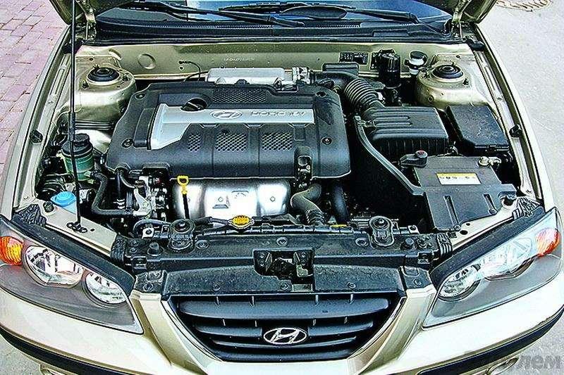 Hyundai Elantra (2000-2007, 2008-н.в.): Разумно идостаточно