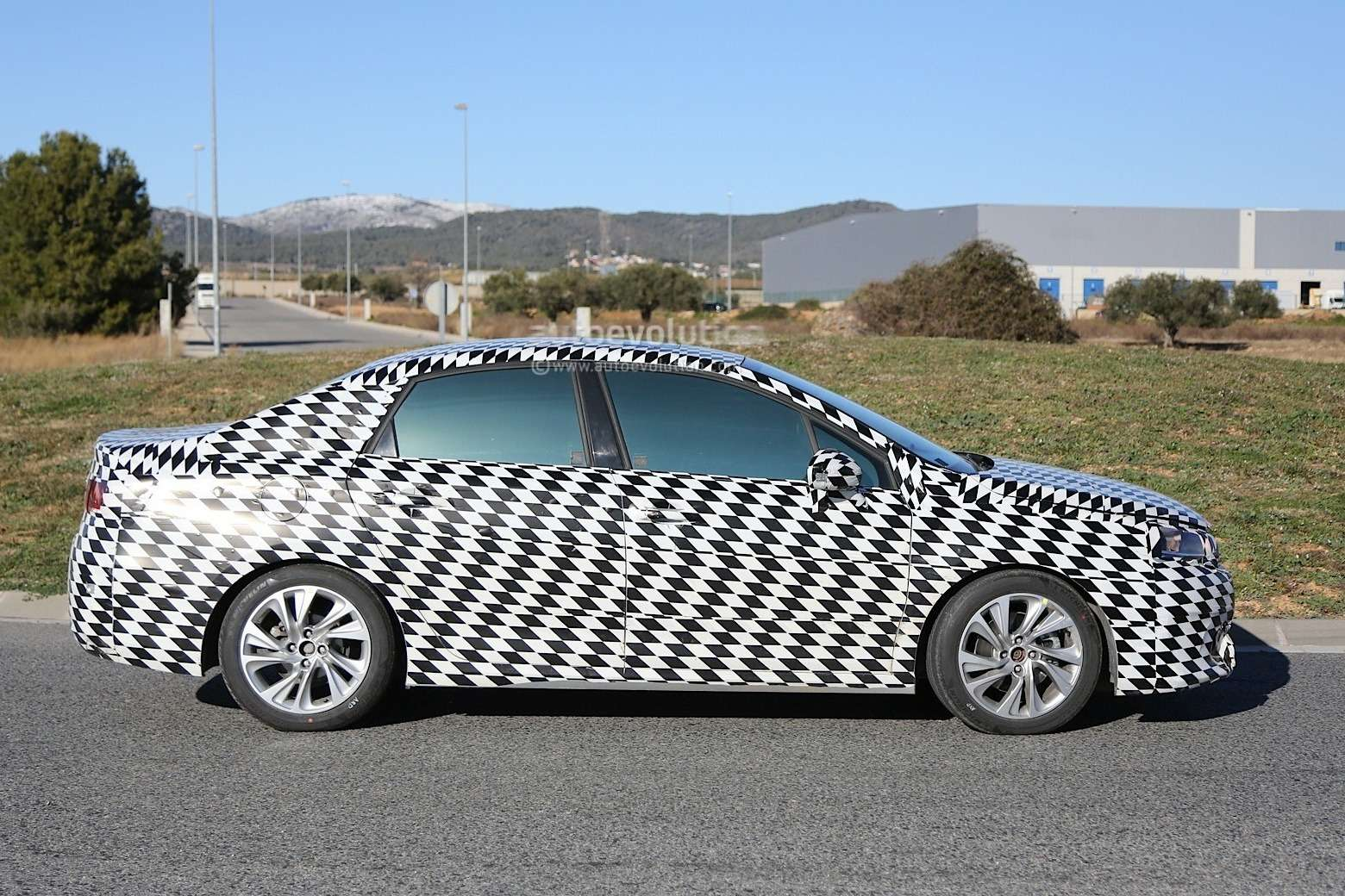 mystery-citroen-compact-sedan-spied-testing-in-spain-could-be-the-new-c4-lunge_8