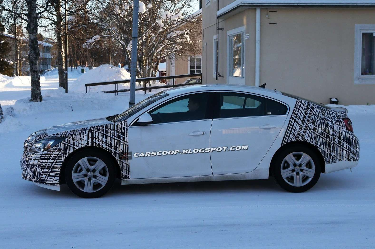 Restyled Opel Insignia test prototype side view_no_copyright