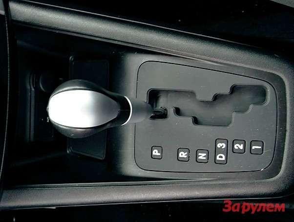Селектор автомата «Киа» сзигзагообразной прорезью позволяет переключаться вслепую.