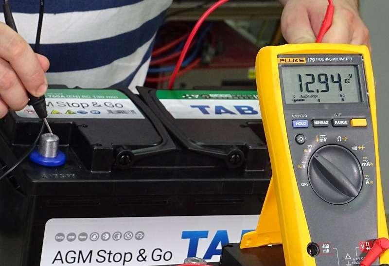 Каким напряжением надо заряжать старт-стопную батарею?— фото 1007718