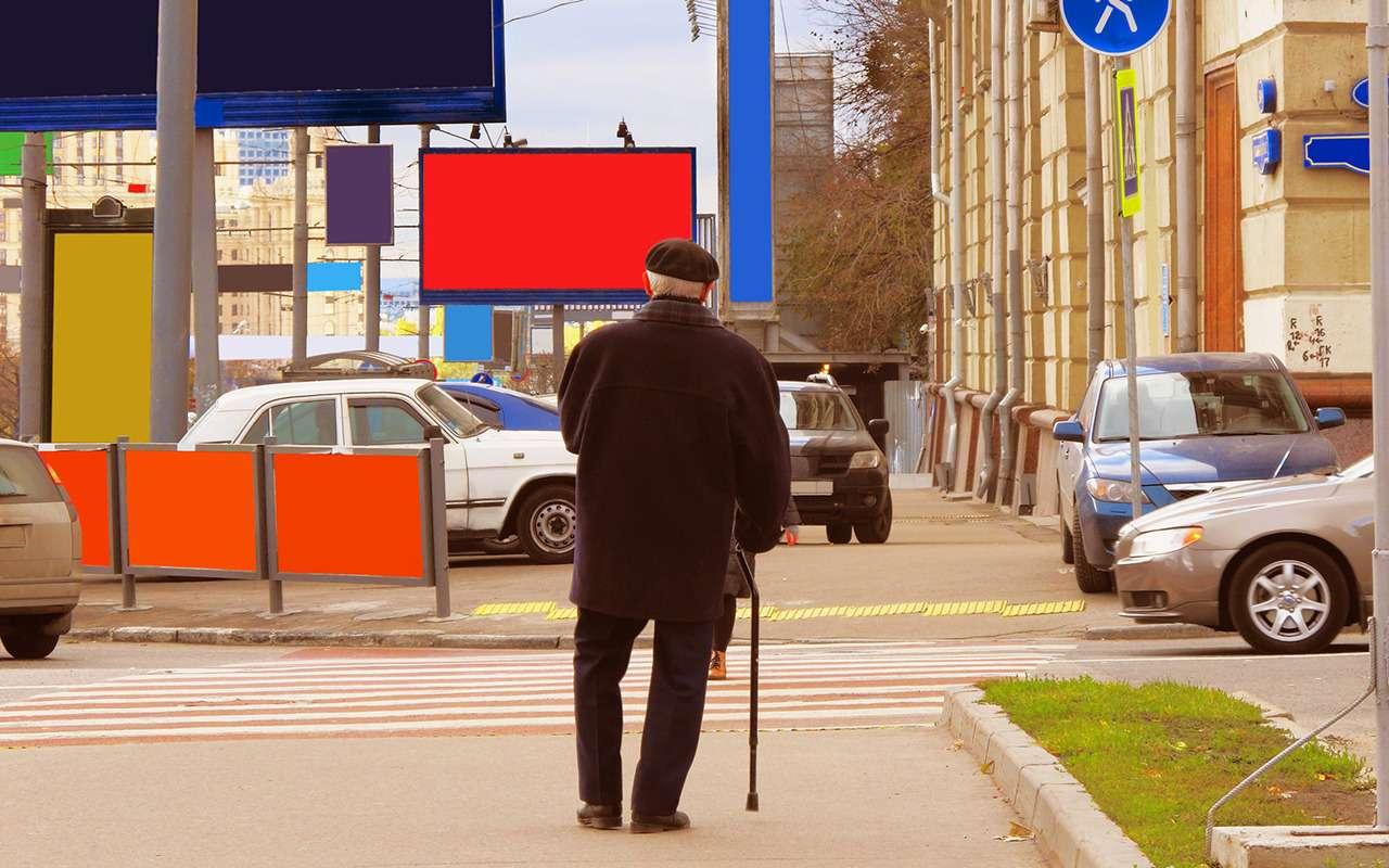 Самые опасные пешеходы: телефонные зомби, фанаты Assassin's Creed, пенсионеры идети— фото 1273627